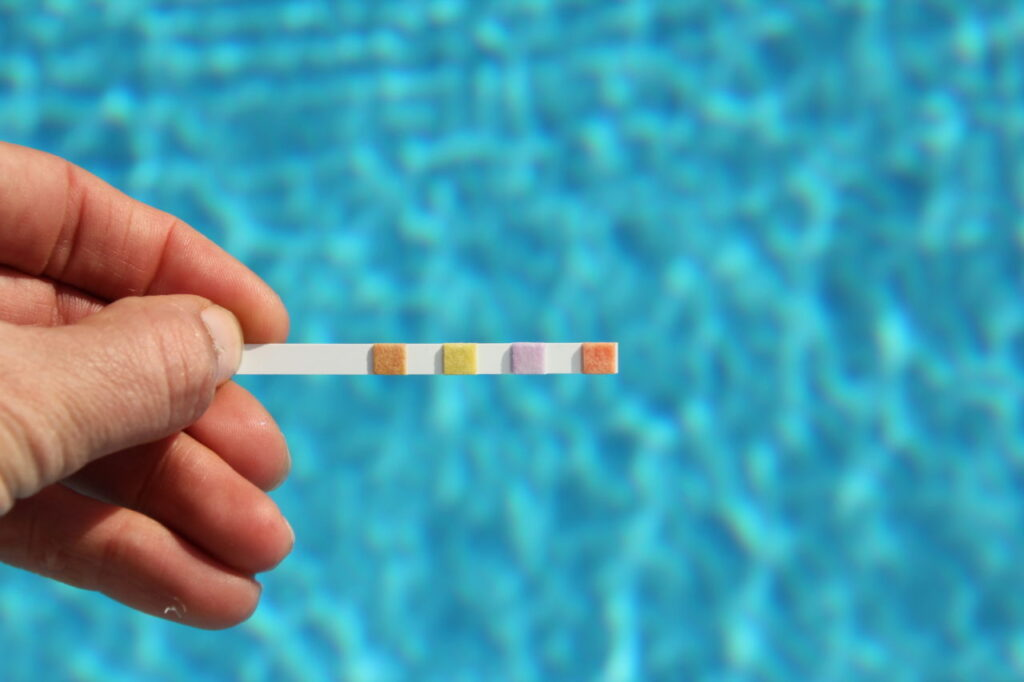 How to Maintain a Saltwater Pool 3